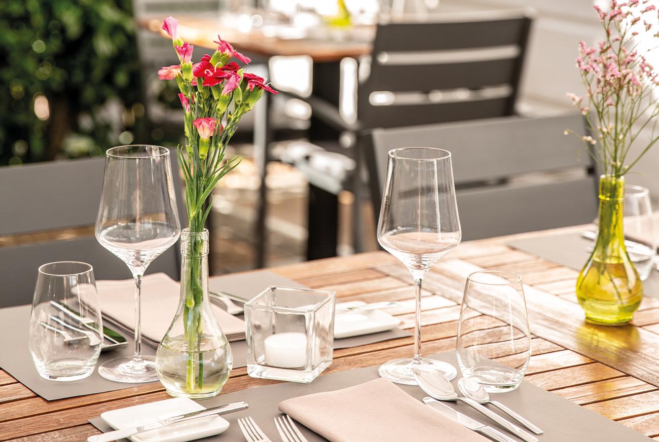 Link zur Bilddatei: brustoderkeule_bok_restaurant_muenster_gourmet_kreuzviertel_team_galeriebild_terrasse_tisch